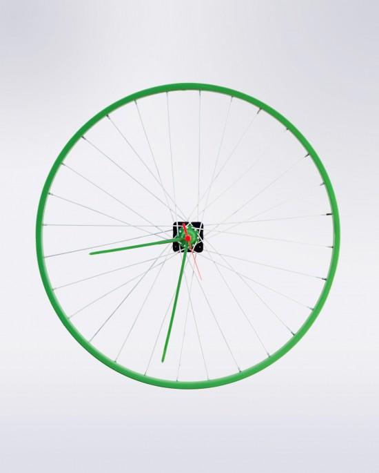 El reloj de pared Lauren combina el verde y el blanco en su diseño