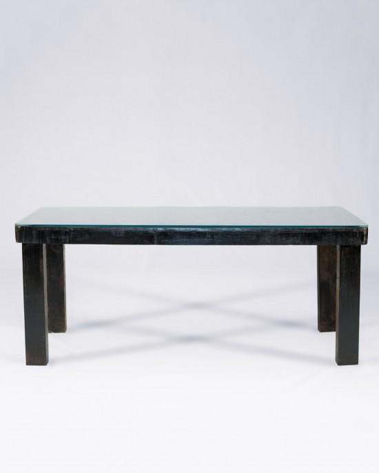 Mesa auxiliar hecha con palets, madera teñida en wengué oscuro y superficie de cristal